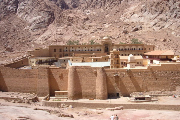 زيارة سانت كاترين واستكشاف جبل سيناء العريق في شرم الشيخ